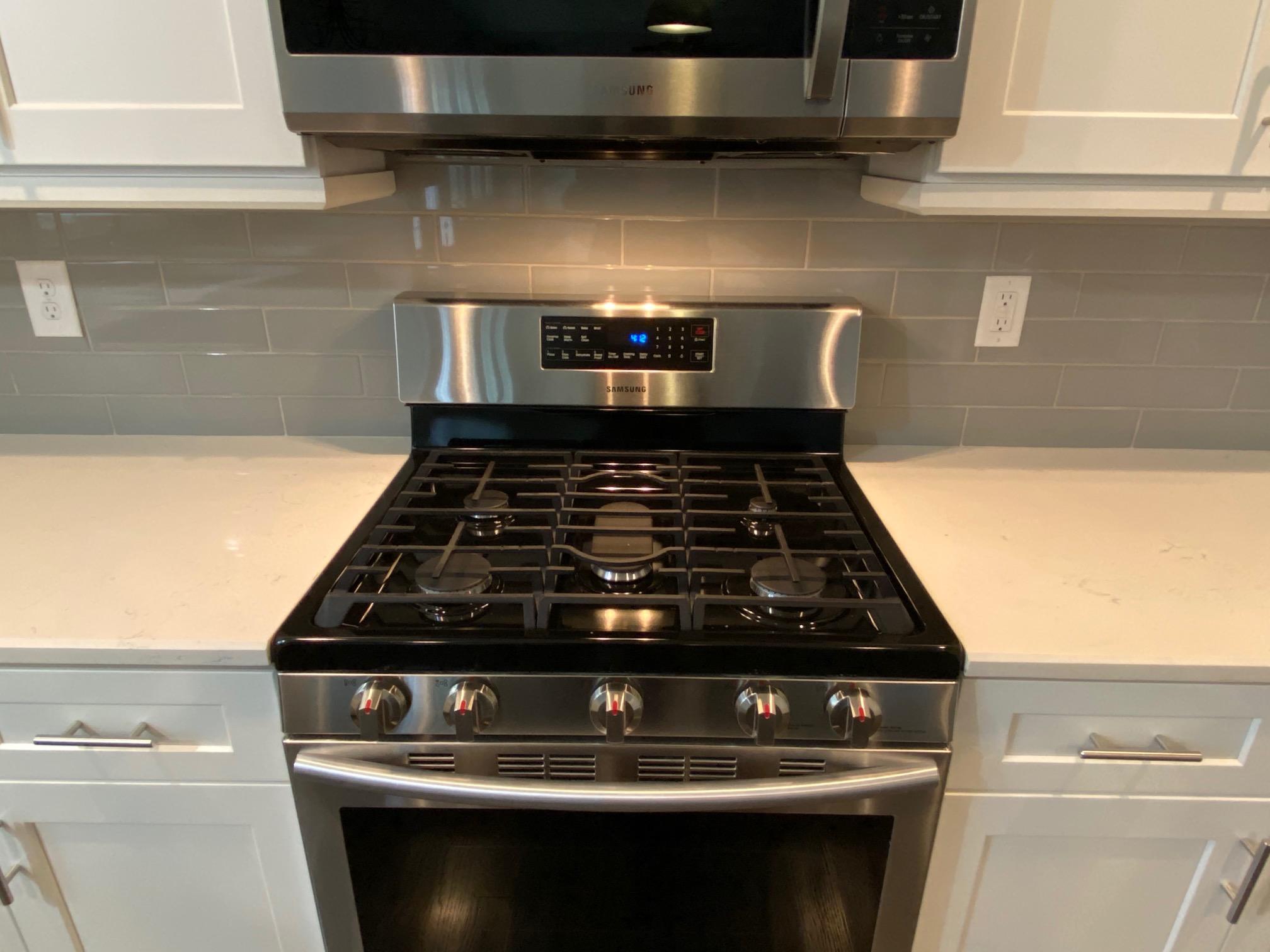 008_High-end-appliances-gas-stove